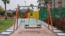 Parques para niños y parques para perros. Busca las diferencias